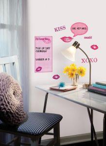 RoomMates muurstickers - Whiteboard met kusjes